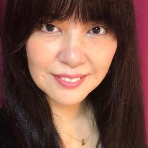 55歳。4人の母。プチ整形や美容整形に頼らず自力でどこまでシワのない美肌を作れるのか挑戦中です