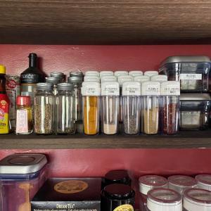 10種類以上のスパイスはセリアの調味料ボトルで管理♡