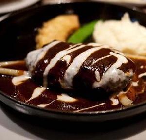 ハンバーグ フォークと箸どちらで食べる?