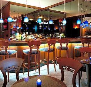 居酒屋とバーどっちが好き?