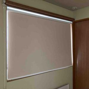 【家】寝室にしている部屋に遮光・遮熱スクリーンを付けました&娘、発熱中。