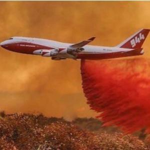 【世界最大の空中消火機】赤い消防航空機となった元JALのB747-400 「火消しヒーロー」へ