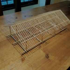 切妻屋根の木組み模型