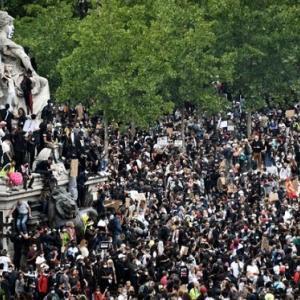 密集、密接の抗議デモ!
