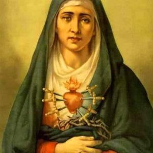 十字架の元に佇むマリア様、十字架に付けられたイエズス様を黙想致しましょう。