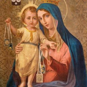聖母は私たちの母で、私たちに、子供である私たちに、いつも衣服を着せて下さり、私たちを保護して下さる