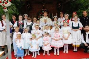 エメリッヒ・ヤインドル神父(聖ピオ十世会)は十人兄弟の三男(25才)で2021年6月26日にザイツコーフェンで司祭に叙階、故郷で初ミサを行いました