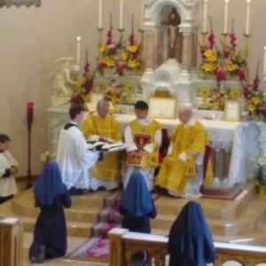 キリストの花嫁たち 聖ピオ十世会の修道女会終生誓願式 アメリカ