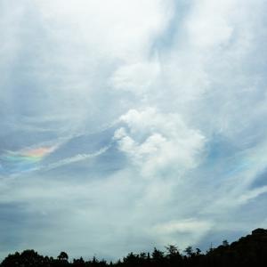 空に虹色が出るのが何となく分かる能力