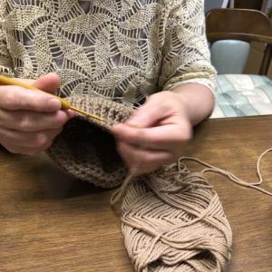 秋の 夜長の 編みもの