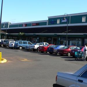 プカラ二・ショッピング・センターとクラロッジ