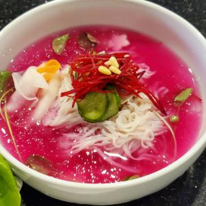 感激な美味しさ!三拍子揃った絶品ピンク冷麺