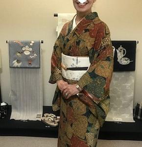 時代祭・更紗小紋に牛首帯・お洒落紬にまいづる猫の帯。