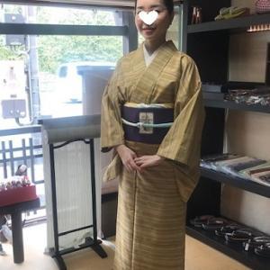 お客様のお嬢様・紬の着物にフクロウ染め帯・大島コート。