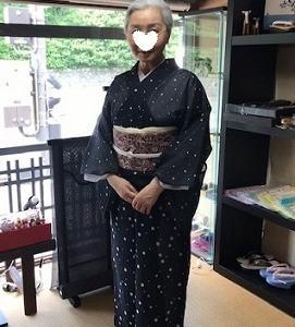 京都の夏日・涼しげな竺仙絹紅梅でご来店のお客様。