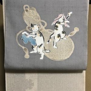 しょうざん生紬・猫の帯・猫と足跡コーディネイト。