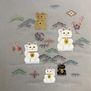 福を招く、京手描き友禅作家の招き猫の染め帯。