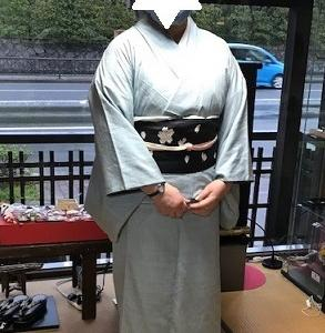着物でご来店のお客様・結城紬に、名残の桜の帯。