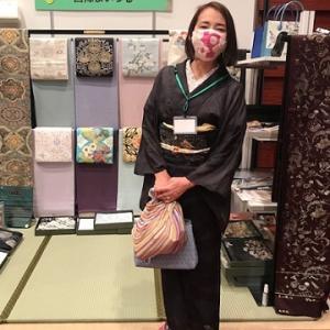 西陣織元コレクション・着物姿のお客様・ブース紹介3。