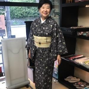 着物でご来店のお客様・絹紙布のお洒落な帯。