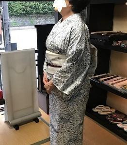 人見敏男さん作の染め帯でコンサートにお出かけのお客様