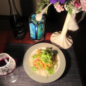 ★片瀬のキメジ・鰹のハーブツナとフォーで作るレッドカレーランチで昼から赤ワイン一杯♪
