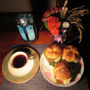 ★鹿嶋釣果の太刀魚、ヤリ烏賊、干し貝柱入り特性メンチカツバーガーのランチをブレンドコーヒーで♪