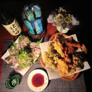 ★直江津の真鯵・イナダの刺身、たたきと真鯛・ヒラメ・鰯・ヤリ烏賊・コシアブラ天婦羅盛り合わせ♪