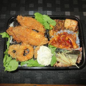 ★ヒラメ・ヤリ烏賊フライ、烏賊・縁側チリソース、鯖中華味噌煮、コラボ麻婆豆腐の特製釣魚海苔弁当?