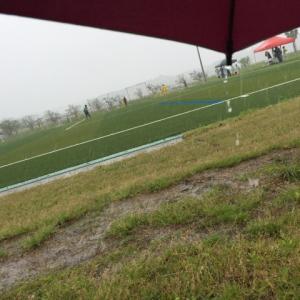 サッカーは雨でもやるスポーツです