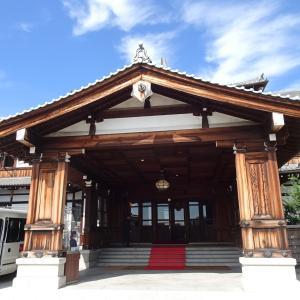 バスツアーで奈良へ 奈良ホテルの鴟尾と百日紅 ♪