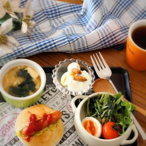 朝ごはん*マヌカハニーを食べてるよ!ホットドッグといろいろ朝ごはん