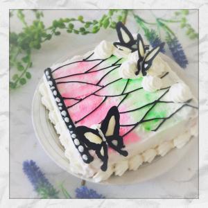 お菓子レシピ*デコレーションバリエ[鬼滅の刃]蝶のウォーターカラーケーキ