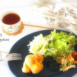 朝ごはん*体重がスルリと落ちた不思議なサラダと、市販の袋パンのクロワッサンで朝ごはん