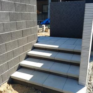 階段アプローチ工事中
