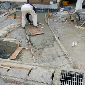 張り石下地工事中
