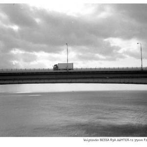 File,2135【On the bridge~大鳴門橋】Voigtländer BESSA R3A / SEAGULL100