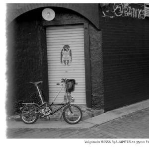 File,1958 【End roll~街角】Voigtländer BESSA R3A / SEAGULL 100