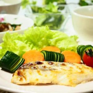 ♪白身魚のマヨネーズ風味焼き&春キャベツとわかめのめんつゆあえ♪