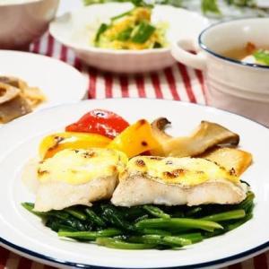 ♪白身魚のチーズマヨ焼き&ソーセージとかぶのスープ♪