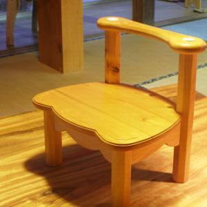 愛ちゃんの椅子