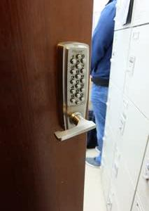 事務所入り口のロックドア修繕 ・・・ 鍵付きノブの交換