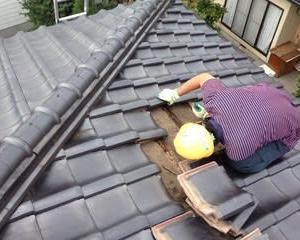 瓦屋根の破損個所を修繕しました ・・・ メンテナンス