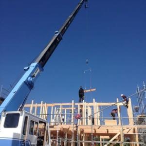 晴天の中、建て方、初日の施工です ・・・ 中平の家 C様邸新築工事
