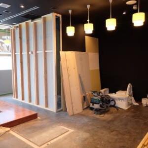 居抜店舗の新装工事 ・・・ 木工事 水廻り ・・・ 銀座ハンバーグ様
