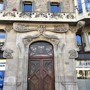Eixample地区の散歩とレストラン La Tartareria