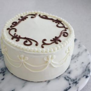 クラシカルなチョコレートケーキ