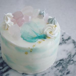 パステルカラーの幸せなケーキ