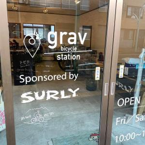 grav bicycle stationにSURLY&スワヤツサイクルがロゴin♡