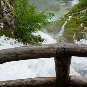 へっぴり腰で大滝へ【世界遺産 プリトヴィツェ湖群国立公園】★クロアチア
